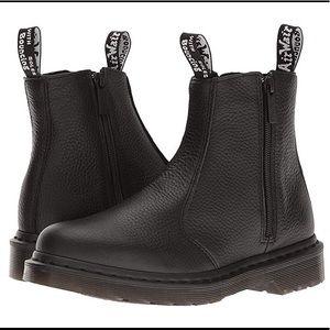 Dr. Martens 2976 Zips Chelsea Boot Docs 7.5 black